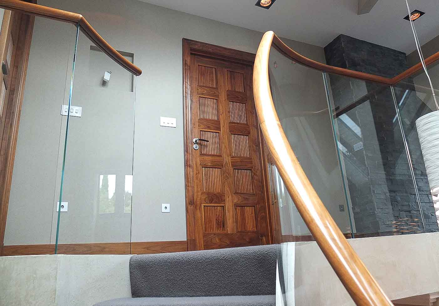 Jack Hyams - Glass Staircases Design & Manufacturer